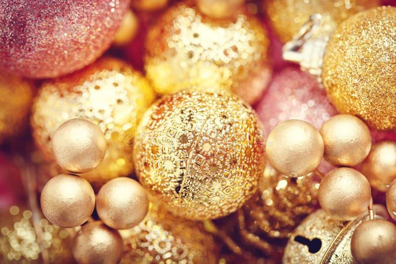Feliz Navidad y Feliz Año Nuevo Textura de los juguetes de la Navidad del oro La Navidad imagen de archivo libre de regalías