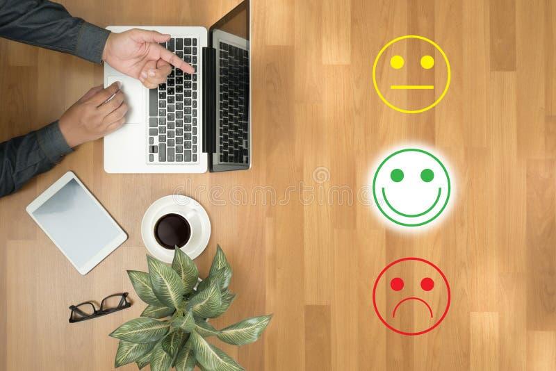 feliz selecto del hombre de negocios:): l: (feliz selecto del hombre de negocios encendido fotografía de archivo