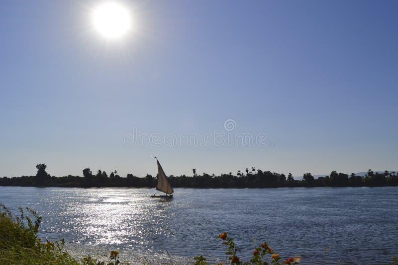 Felluca di navigazione sul fiume Nilo immagini stock libere da diritti