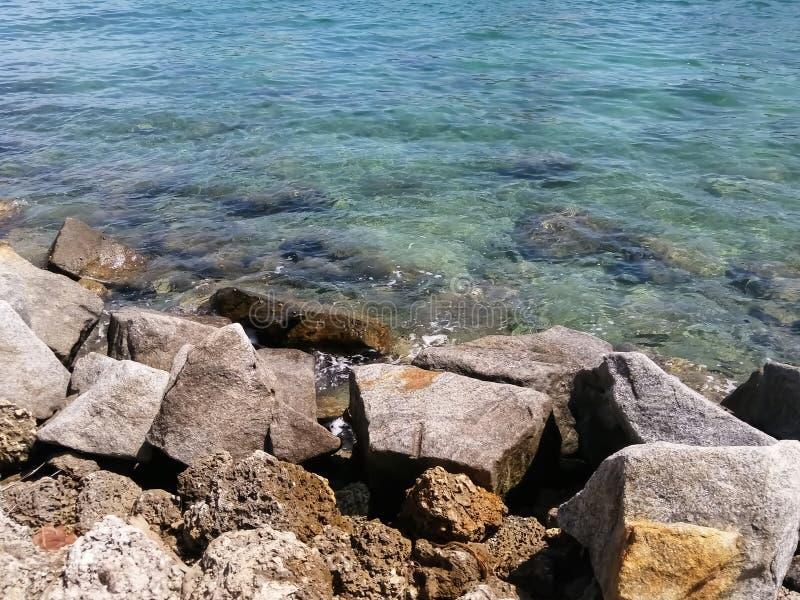 Felsen allein die Wasserstraße stockbilder