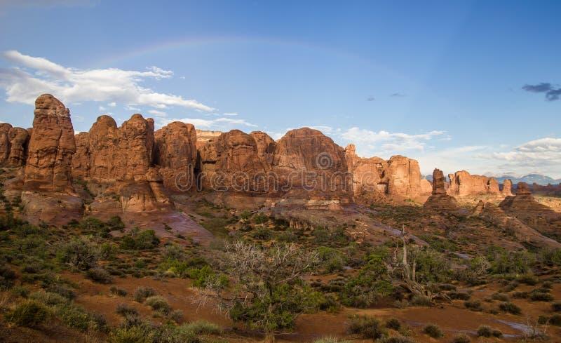 Felsen-Anordnungen im Bogen-Nationalpark stockbild