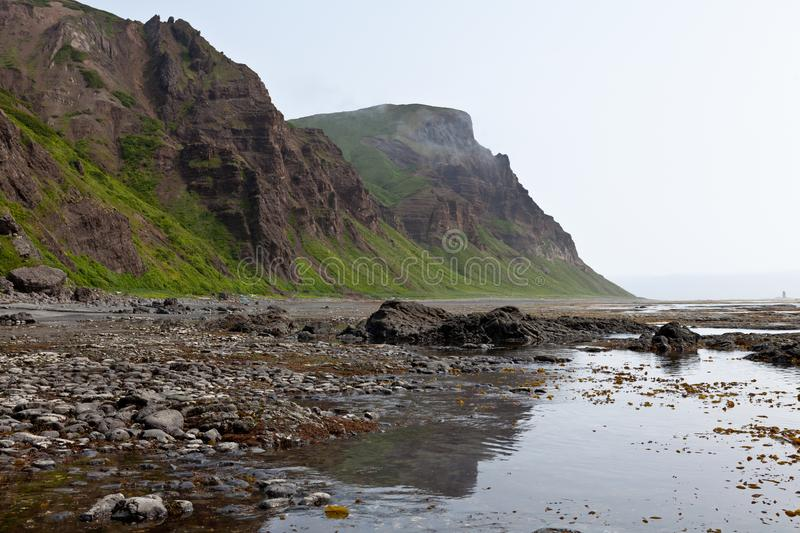 Felsen auf dem Meer lizenzfreies stockfoto