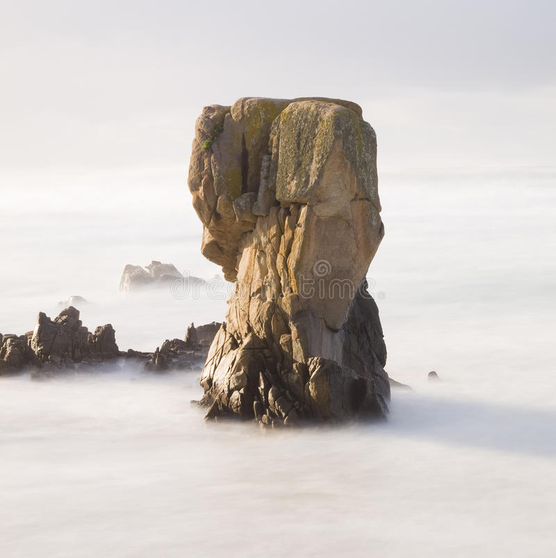Felsen auf dem Meer stockbilder