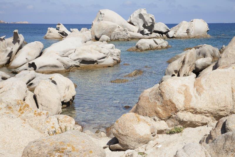 Felsen auf dem Meer, La Maddalena, Sardinien, Italien stockfotografie