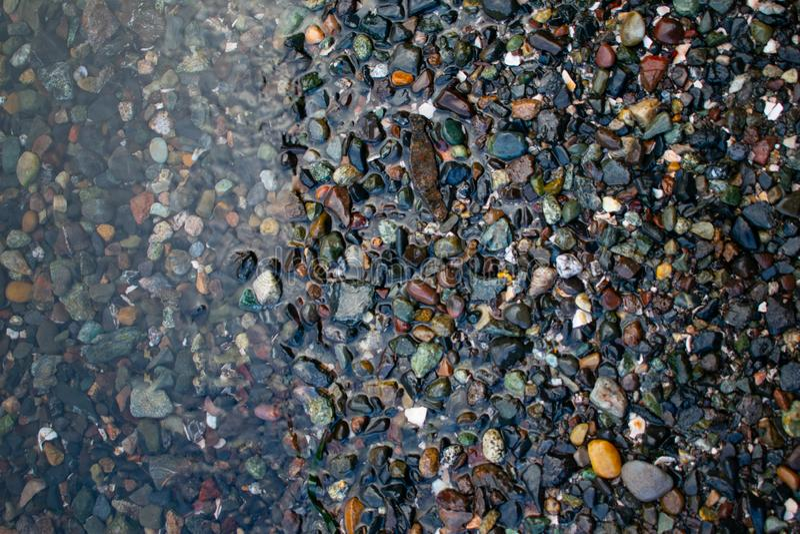 Felsen auf dem Ufer stockfoto