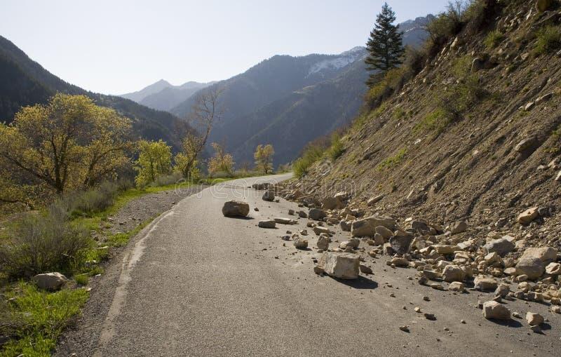 Felsen auf der Straße lizenzfreies stockbild