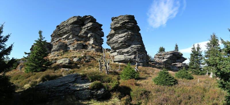 Felsen auf der Vozka-Spitze im Jeseniky-Gebirge lizenzfreies stockfoto