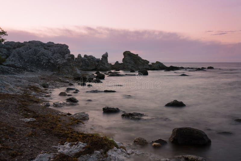 Felsen an der Küste der Insel Gotland, Schweden lizenzfreie stockbilder