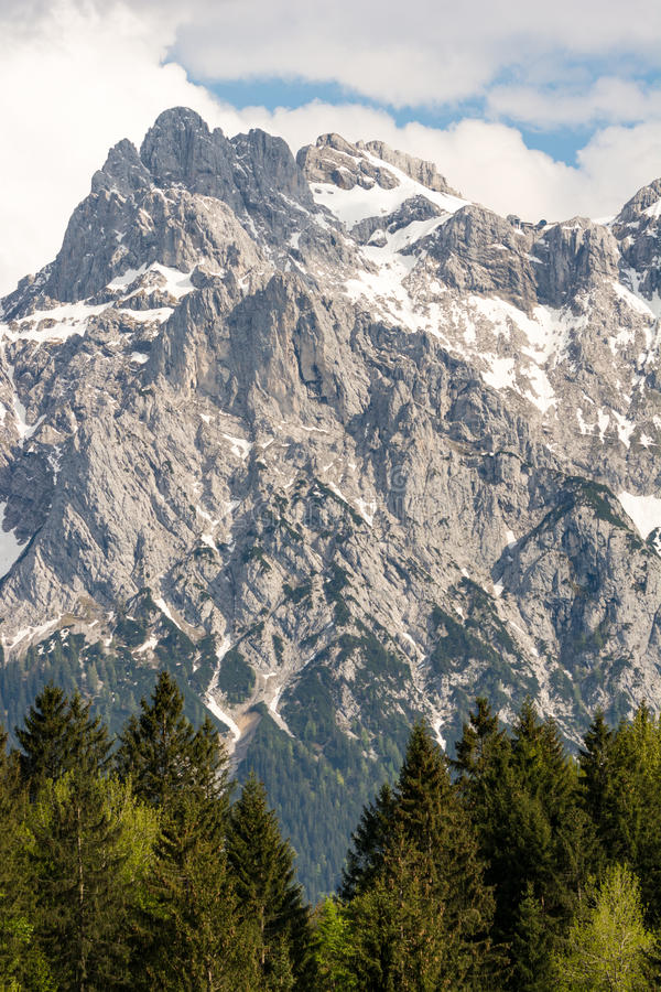 Felsen der Karwendel-Berge stockfotos