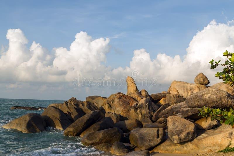 Felsen, eine Penissäule Koh Samui, Thailand lizenzfreies stockfoto