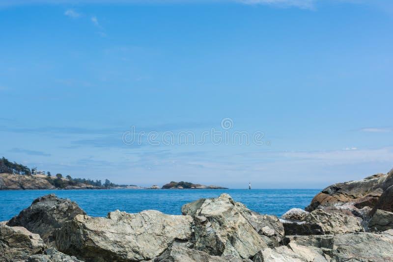 Felsen entlang der Küstenlinie von Victoria British Columbia Canada lizenzfreie stockfotografie