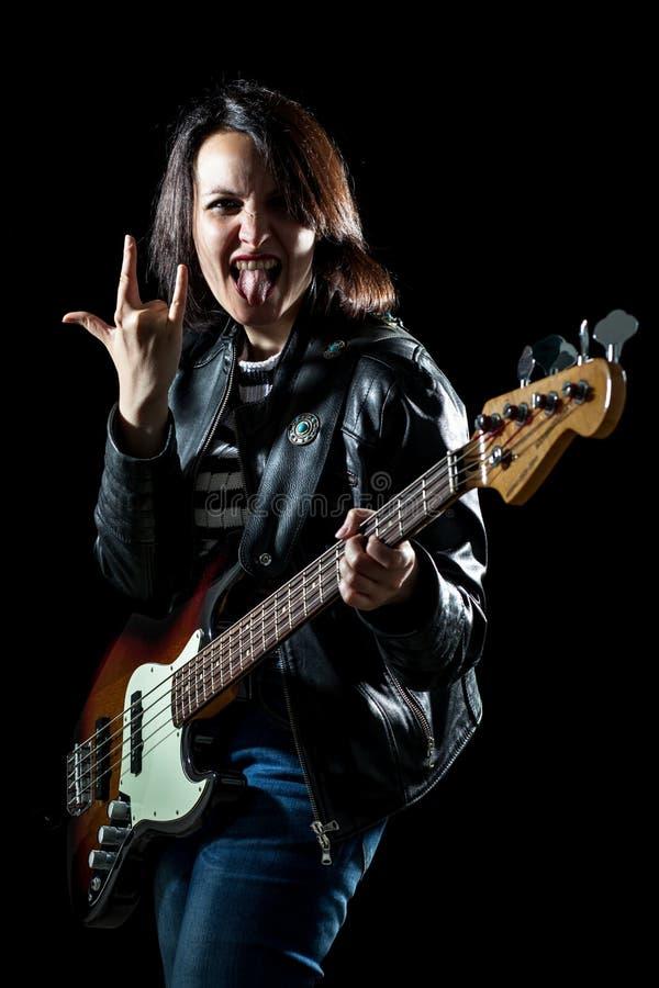 Felsen-Frauen-Bassist lizenzfreie stockfotos