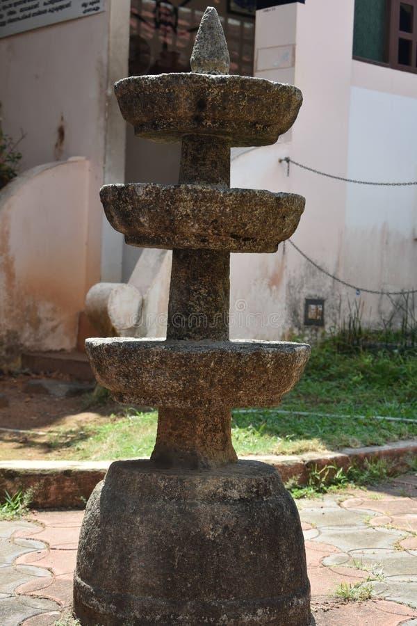 Felsen geschnitzt in Form der Lampe stockfotografie