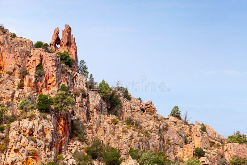 Felsen mit geformtem Loch des Herzens, Korsika stockfoto