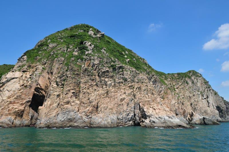 Felsen mit Höhle stockfotos