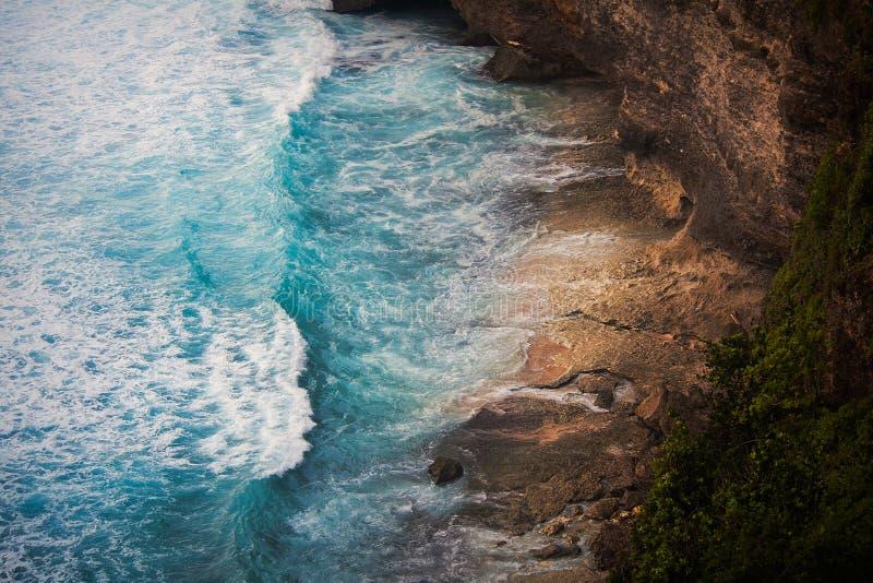 Felsen nahe Tanah-Los-Tempel lizenzfreie stockfotos
