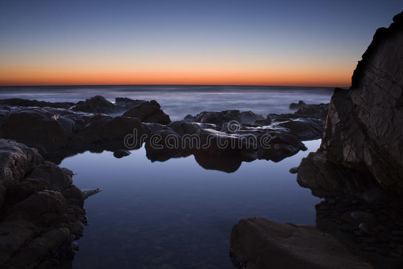 Felsen-Pool-Sonnenaufgang lizenzfreie stockfotografie