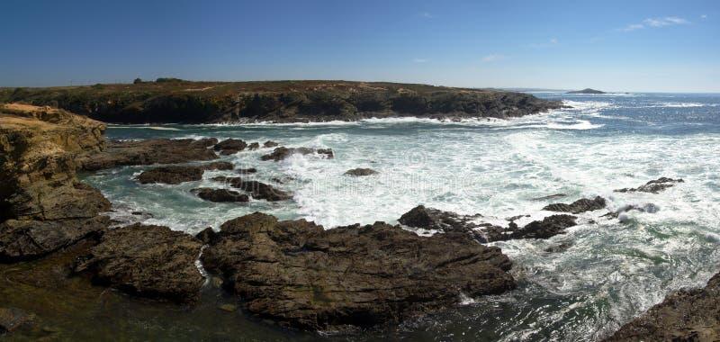Felsen Porto-Covo und Pessegueiro Insel stockfotos