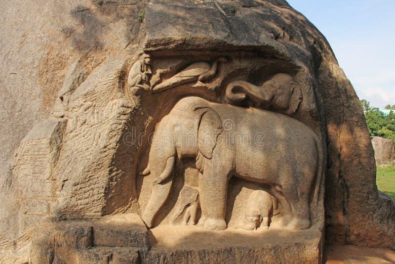 Felsen-Schnitt-Skulptur Mandapa stockfotografie