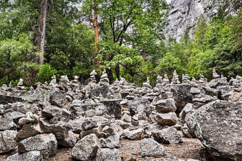 Felsen-Steinhaufen-Skulptur-Garten im Yosemite-Tal, Yosemite Nationalpark, Kalifornien lizenzfreies stockfoto