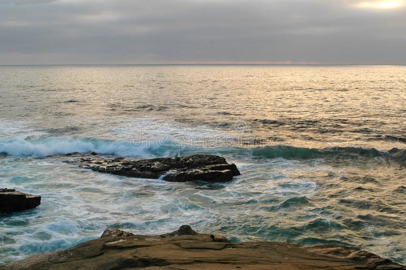 Felsen am Ufer San Diego Calif lizenzfreies stockfoto