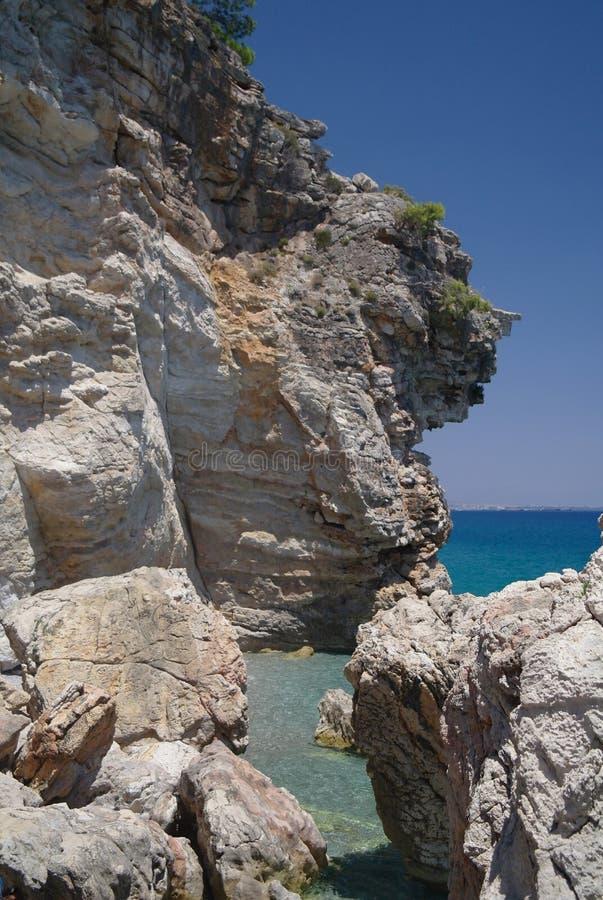 Download Felsen und Meer. stockfoto. Bild von segel, clear, blau - 26355040