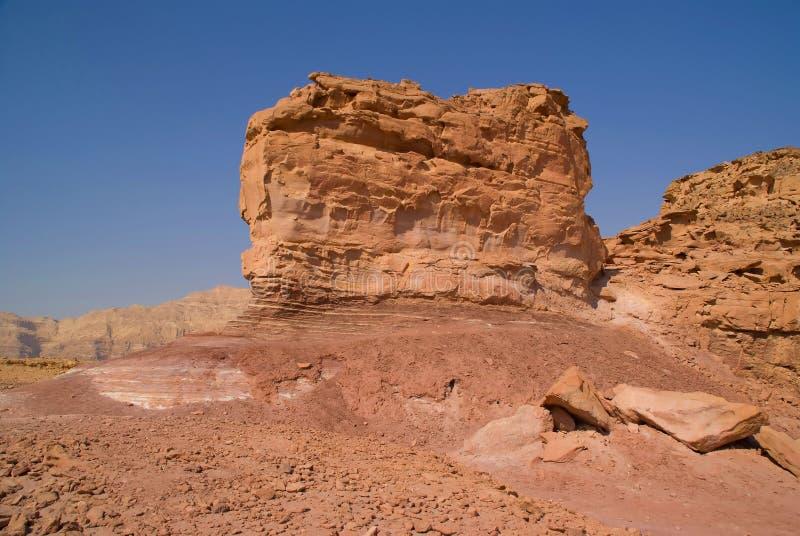 Felsen und rotes Gelände stockfoto