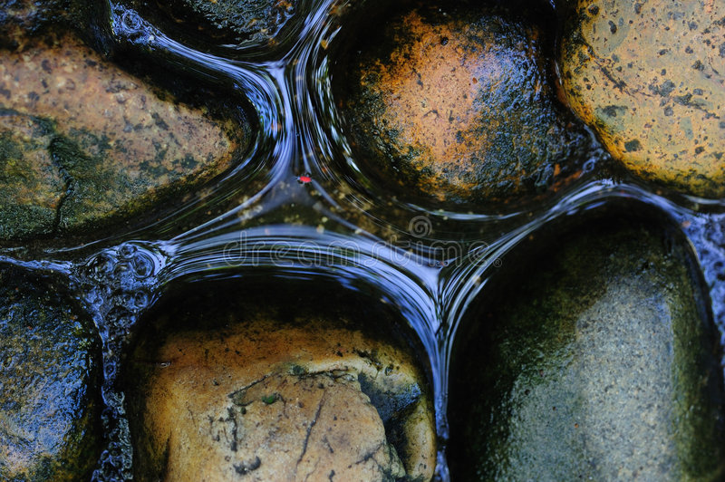 Felsen und Wasser lizenzfreies stockbild