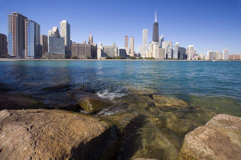 Felsen und Wellen - Gold Coast in Chicago lizenzfreie stockfotos