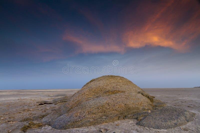 Felsen und Wolke stockbild