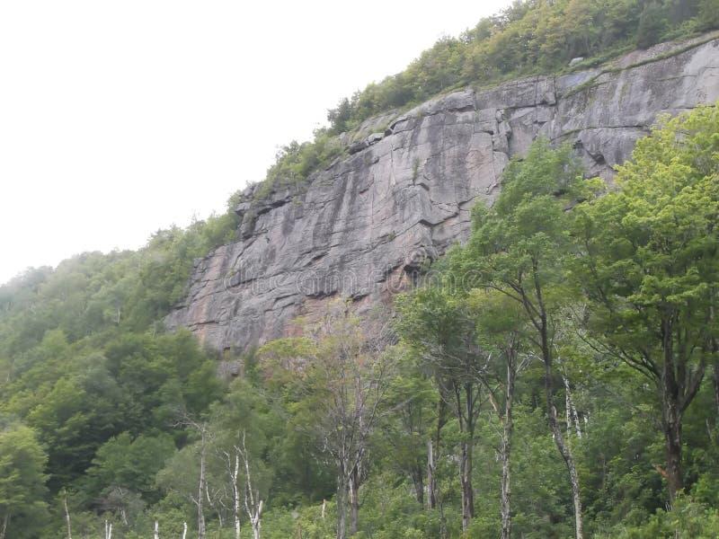 Felsenwand auf Berg stockfoto