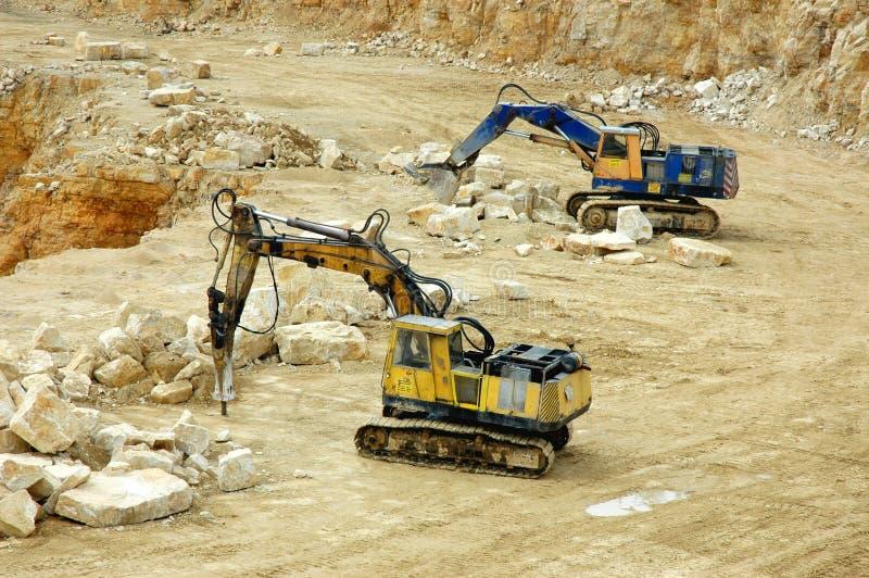 Felsenzerkleinerungsmaschine und -gräber stockfotografie