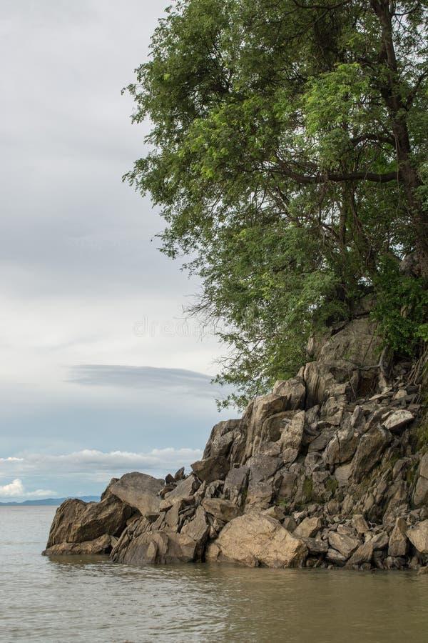 Felsformation am Mund von Sanyati-Schlucht, See Kariba stockfotografie