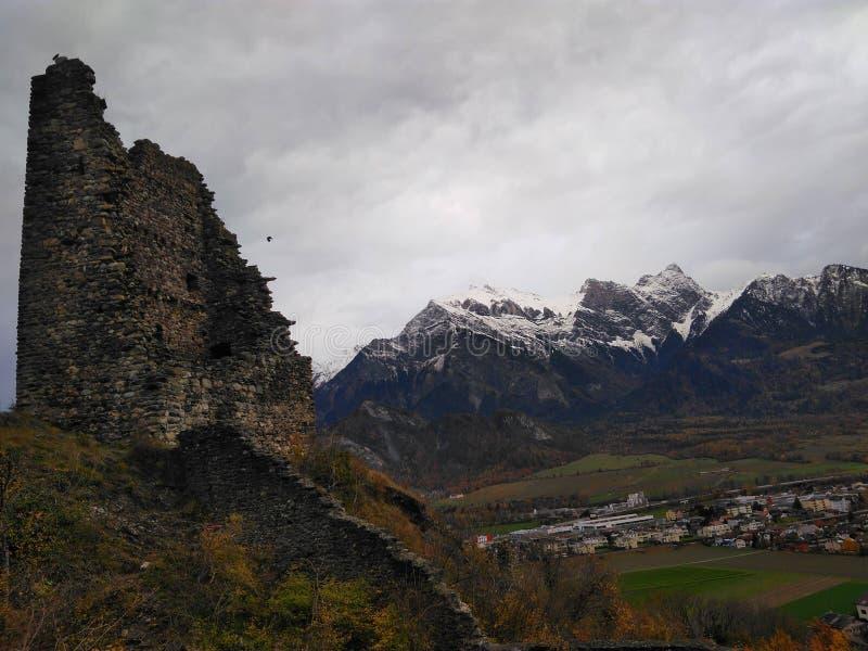 Felsformation und Berge stockfoto