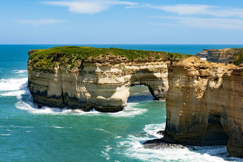 Felsformationen in Bucht zwölf Aposteln, Australien, Morgenlicht an Felsformation zwölf Aposteln lizenzfreie stockfotografie