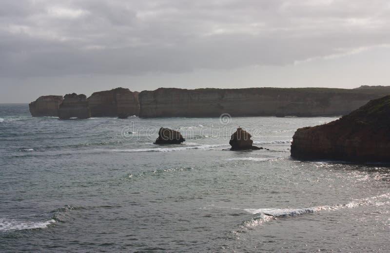 Felsformationen in der Bucht von Inseln auf der großen Ozean-Straße in Australien stockbilder