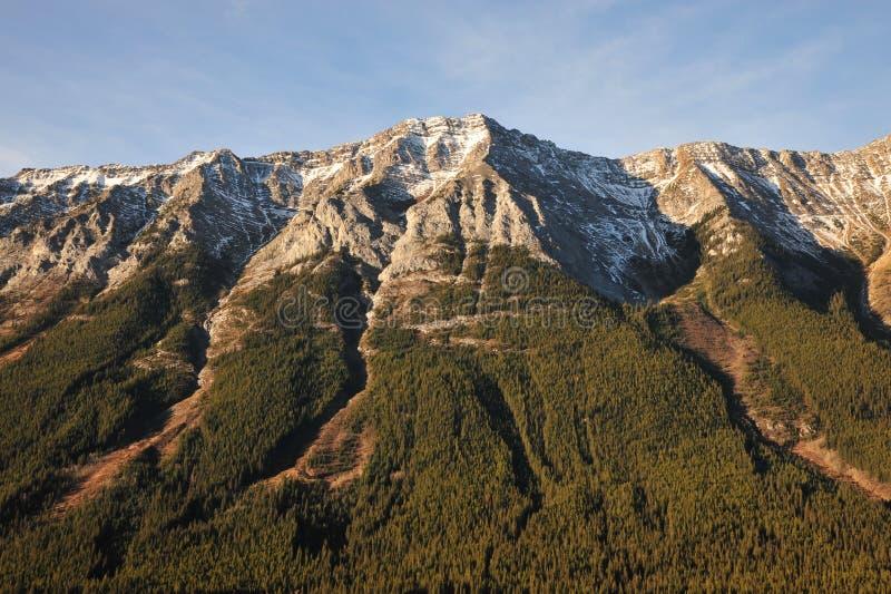 Felsige Berge des Morgens stockbild