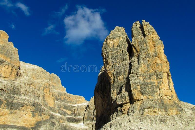 Felsiger Gebirgsklippentürme von Dolomiti di Brenta, Italien lizenzfreie stockfotos