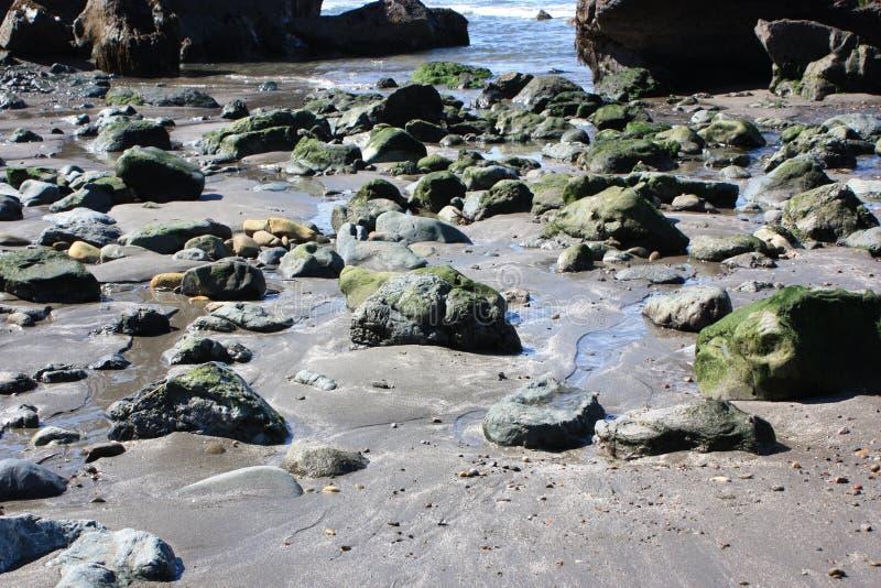 Felsiger Strand stockfotografie