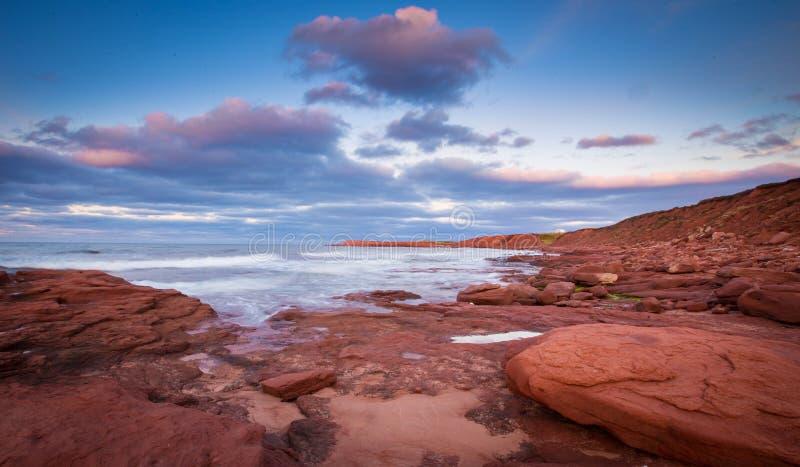 Felsiges Ufer von Prince-Edward-Insel lizenzfreies stockfoto