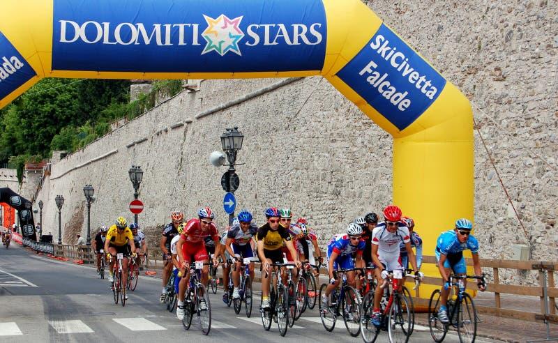 Download Feltre, Italia:  Ciclisti Che Corrono Nella Città Medievale Fotografia Editoriale - Immagine di bikers, pattino: 30825131