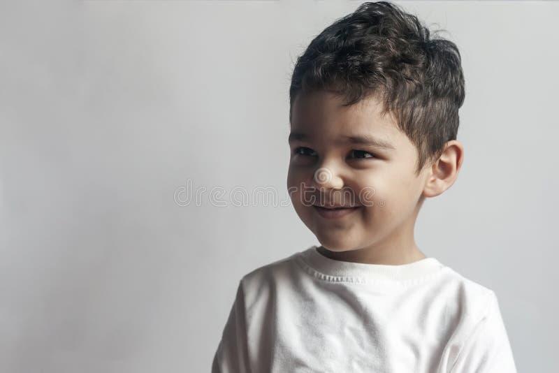Femårig pojke royaltyfri bild