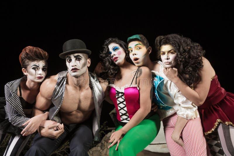 Fem allvarliga Cirque clowner royaltyfria foton