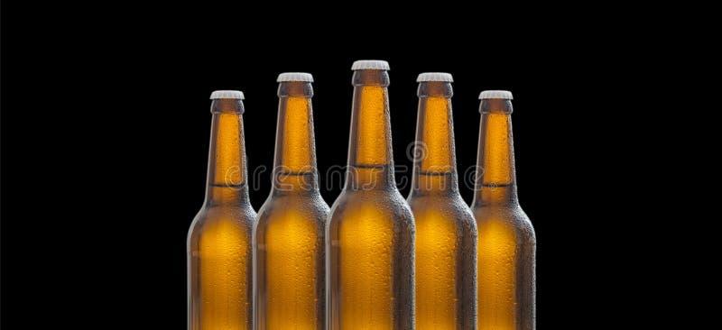 Fem glass ölflaskor som isoleras på svart bakgrund arkivbild