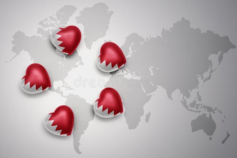 fem hjärtor med nationsflaggan av Bahrain på en världskartabakgrund royaltyfri illustrationer