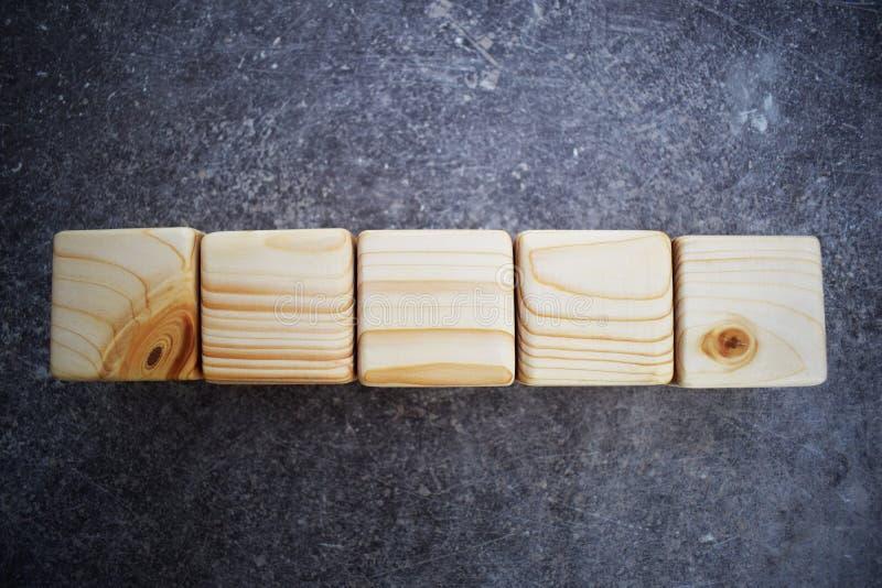 Fem träkubkvarter med utrymme för bokstäver royaltyfria foton