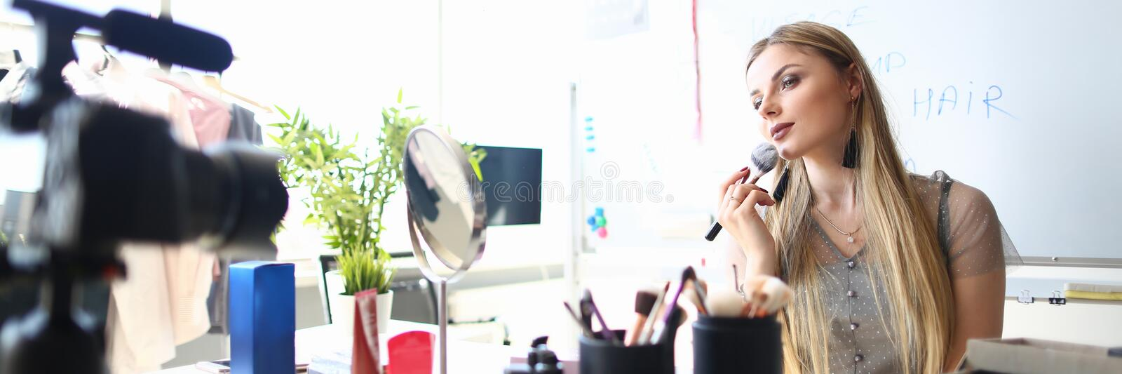 Female Blogger do Makeup Beauty Product Review royalty free stock images