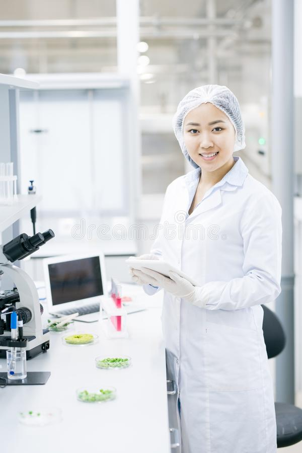 Female Scientist in Laboratory royalty free stock photos