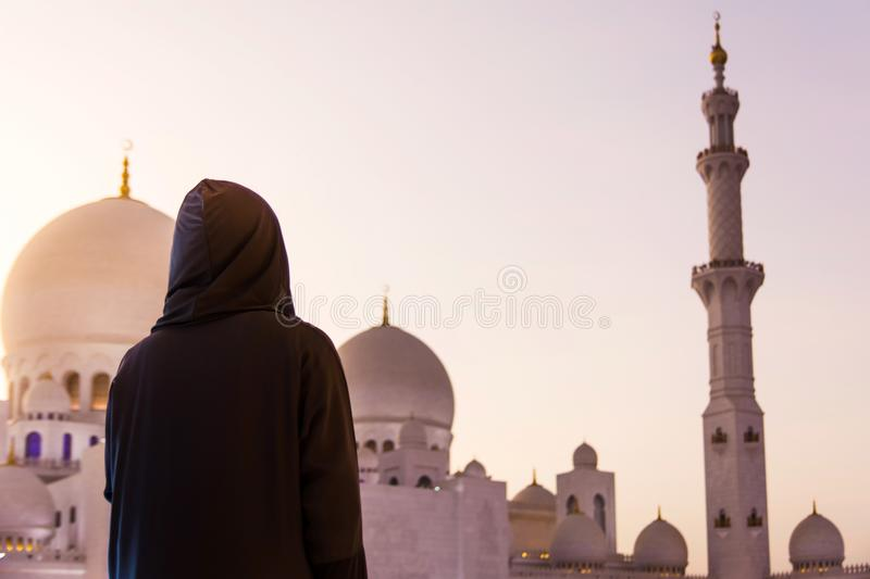 Female tourist at Sheikh Zayed Grand Mosque royalty free stock photos