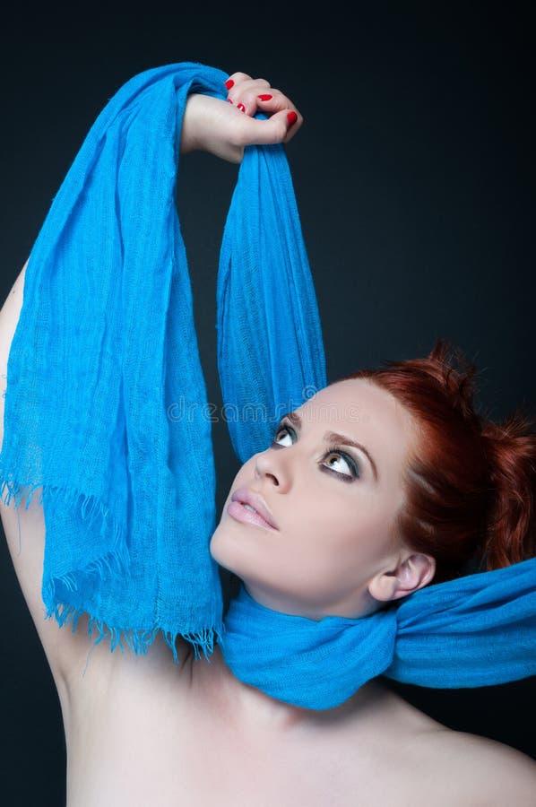 Femelle élégante moderne avec les cheveux rouges image libre de droits